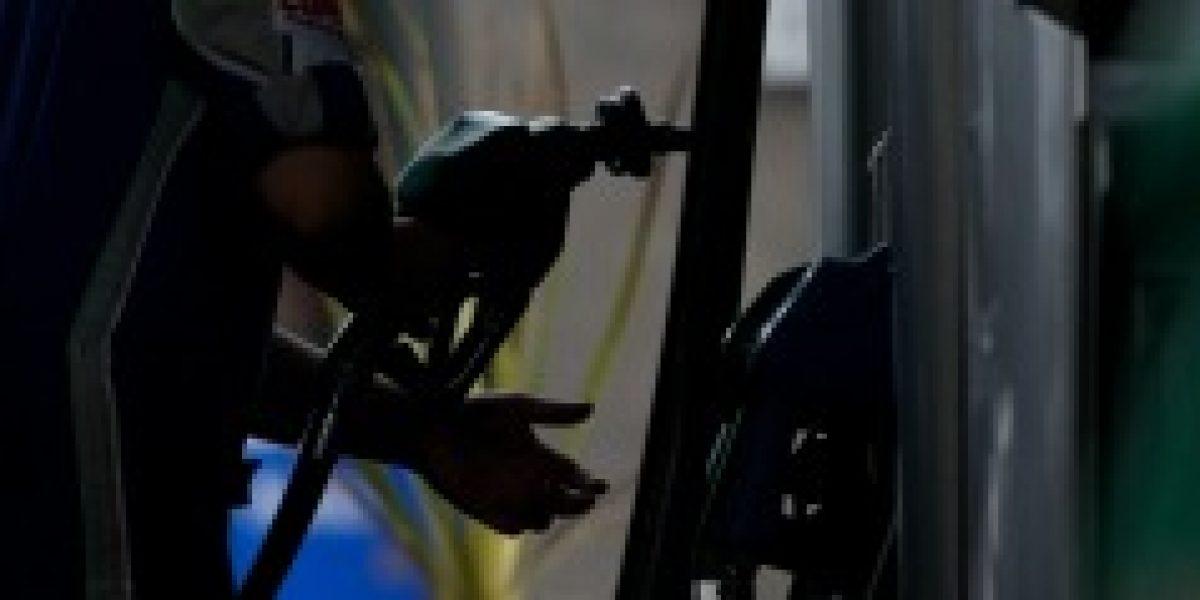 Econsult: precio de combustibles volvería a bajar el próximo jueves