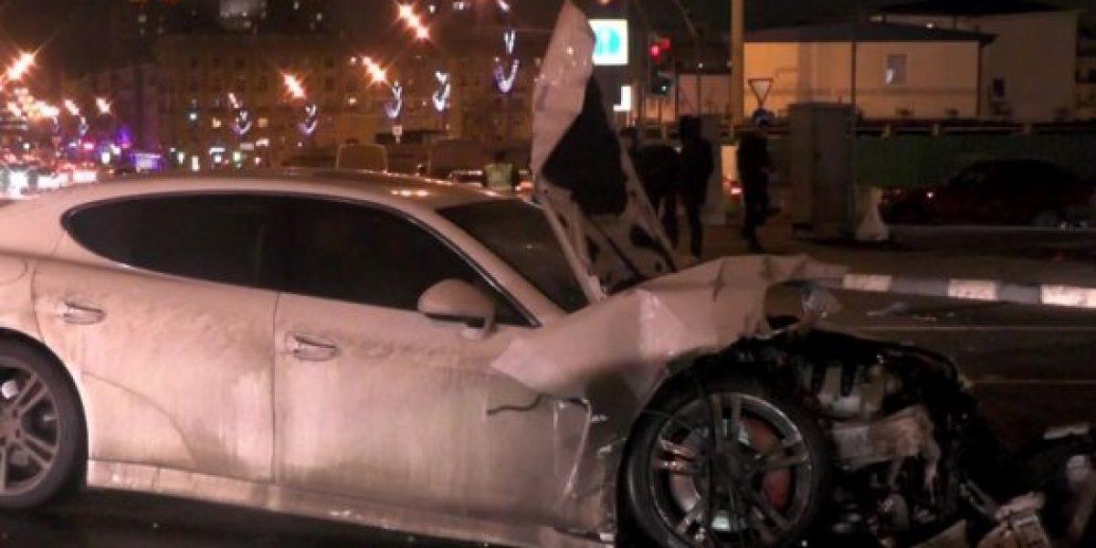 Carrera callejera entre un Porsche y un BMW termina en accidente