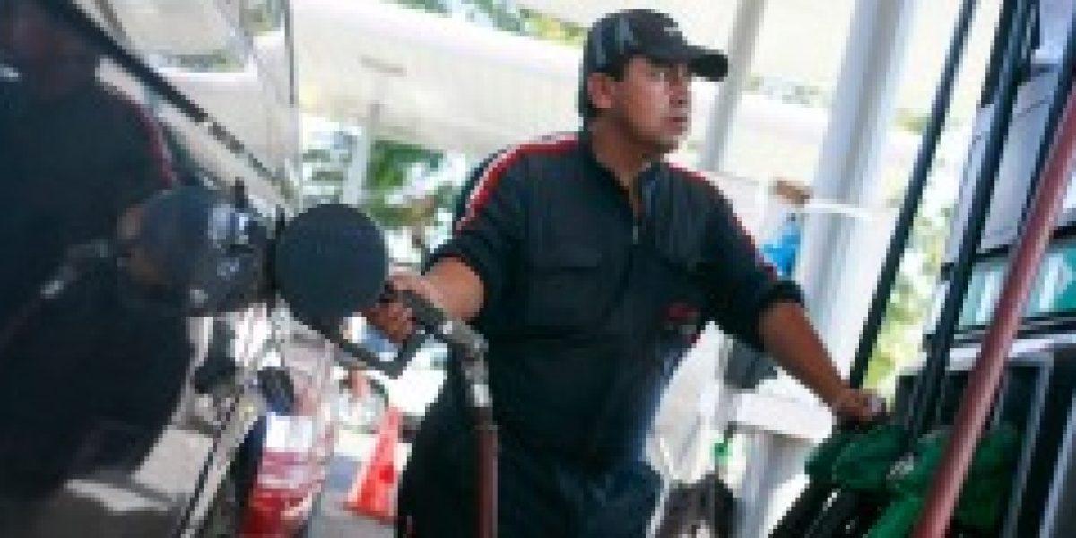 Econsult anuncia que el 2015 comenzaría con una nueva importante baja en el precio de los combustibles