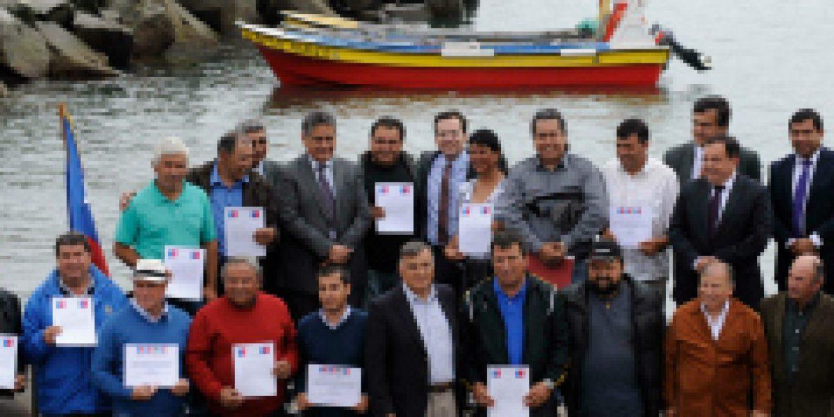 Ministro Céspedes lidera entrega de recursos por $850 millones a pescadores artesanales de la Región de Valparaíso