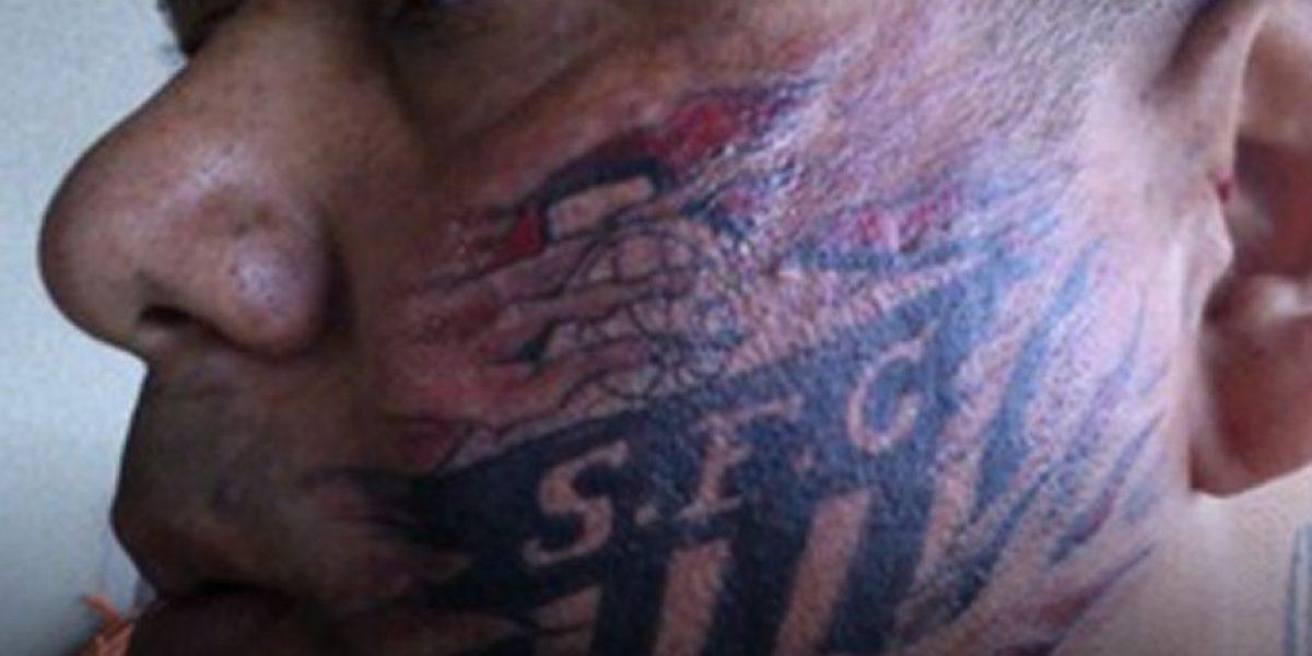 FOTOS: Hincha de equipo brasileño se tatúa la cara
