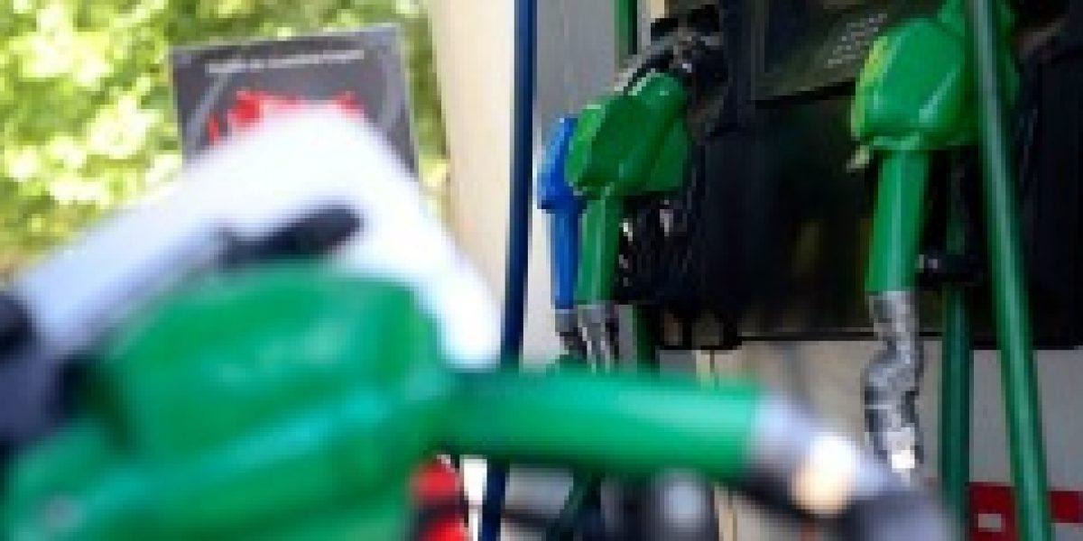 Siguen las buenas noticias: bencinas bajan hasta $20 este jueves
