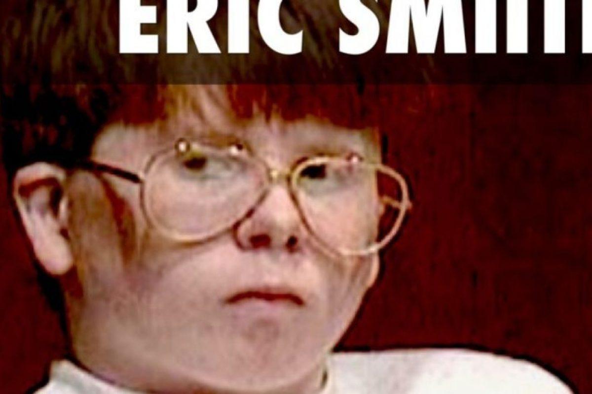 Eric Smith: El niño de 13 años asesinó a Derrick Robie, un niño de cuatro años, en una zona boscosa. Lo estranguló, lo golpeó con la cabeza y lo sodomizó. Para 1994, este caso conmocionó a Estados Unidos por las edades de la víctima y del victimario. Tuvo nueve años de detención. Sigue en prisión. Foto:Jailudeck. Imagen Por: