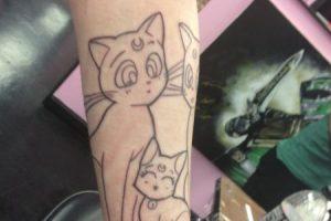 Decidió hacerse un tatuaje de Sailor Moon en todo el brazo. Foto:WasHuZ/Imgur. Imagen Por: