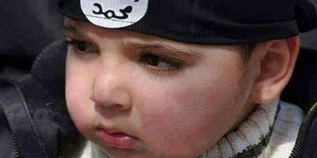 Video de ISIS muestra a niño ejecutando a sangre fría a dos rusos