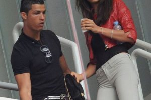 Cristiano e Irina durante un partido del Real Madrid en abril de 2011. Foto:Getty Images. Imagen Por: