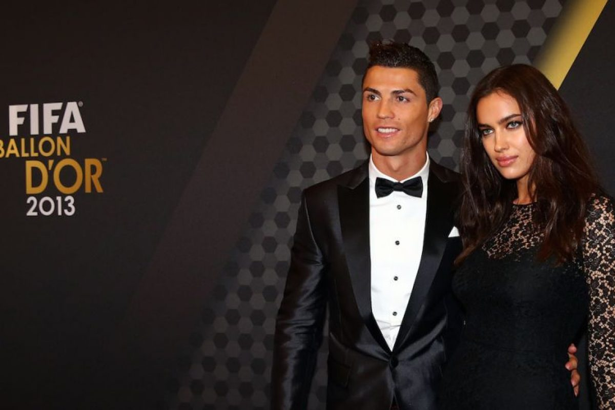 Irina acompañó a Cristiano Ronaldo a la gala del Balón de Oro en enero de 2014, mismo que ganó el portugués y le dedicó a la modelo. Foto:Getty Images. Imagen Por: