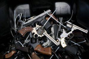 Chile: Existen 2 millones de armas no registradas en el país Foto:Getty Images. Imagen Por: