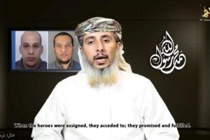 """Captura del video publicado hoy, miércoles 14 de enero de 2015, por Al Malahem Media que muestra a un dirigente militar de AQPA, Nasr bin Ali al Anesi, asumiendo la responsabilidad del atentado contra el semanario satírico Charlie Hebdo la semana pasada. Al Qaeda en la Península Arábiga (AQPA), con base en Yemen, asumió hoy la autoría del atentado perpetrado hace una semana contra la revista francesa """"Charlie Hebdo"""", que fue ordenado por el líder de la organización madre Ayman al Zawahiri. Foto:EFE. Imagen Por:"""