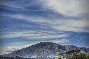 Es uno de los volcanes más activos de Colombia. Durante 2009 y 2010, el volcán presentó diversas erupciones. Foto:instagram.com/johnleyton. Imagen Por: