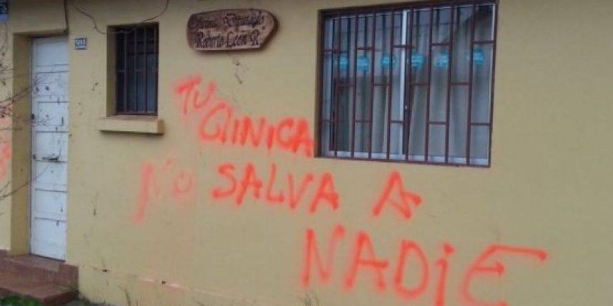 Curicó: Una madre y su hijo son sospechosos de ataque a sedes de parlamentarios