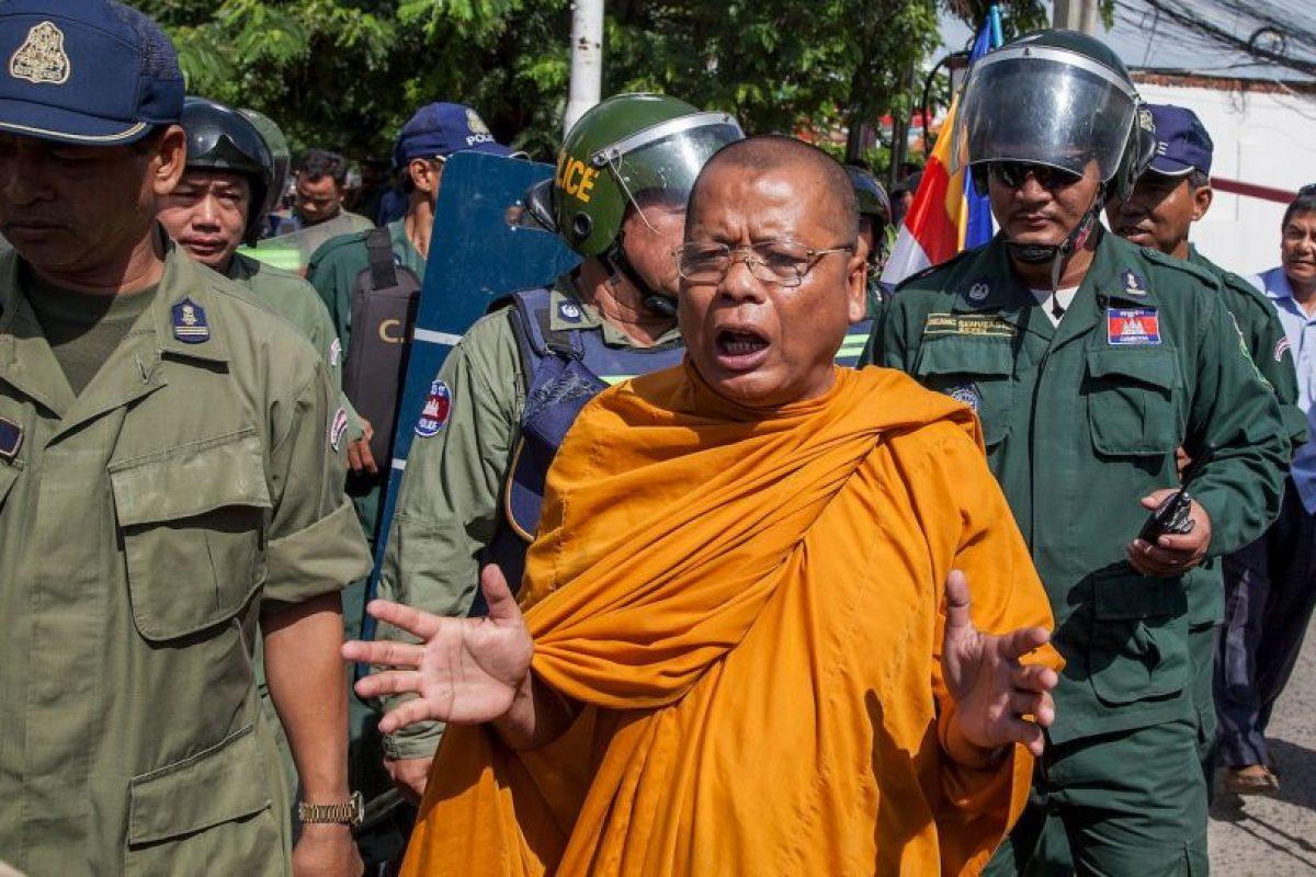 Decenas de monjes realizaron la huelga de hambre para pedir justicia electoral. Foto:Getty. Imagen Por: