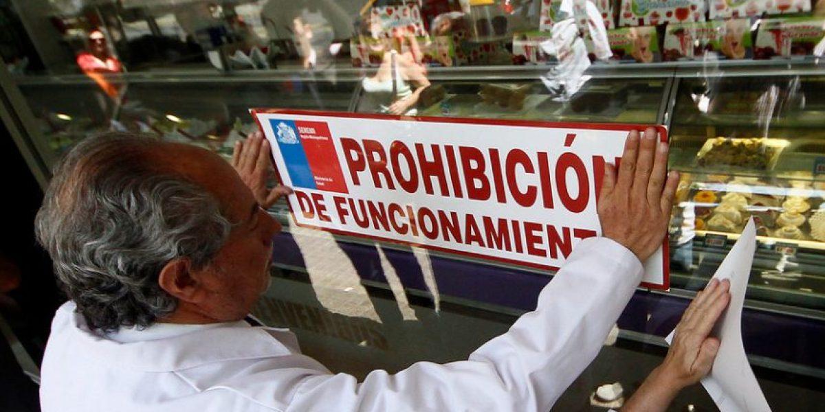 Cierran heladería en Providencia tras hallazgo de cucarachas en el local