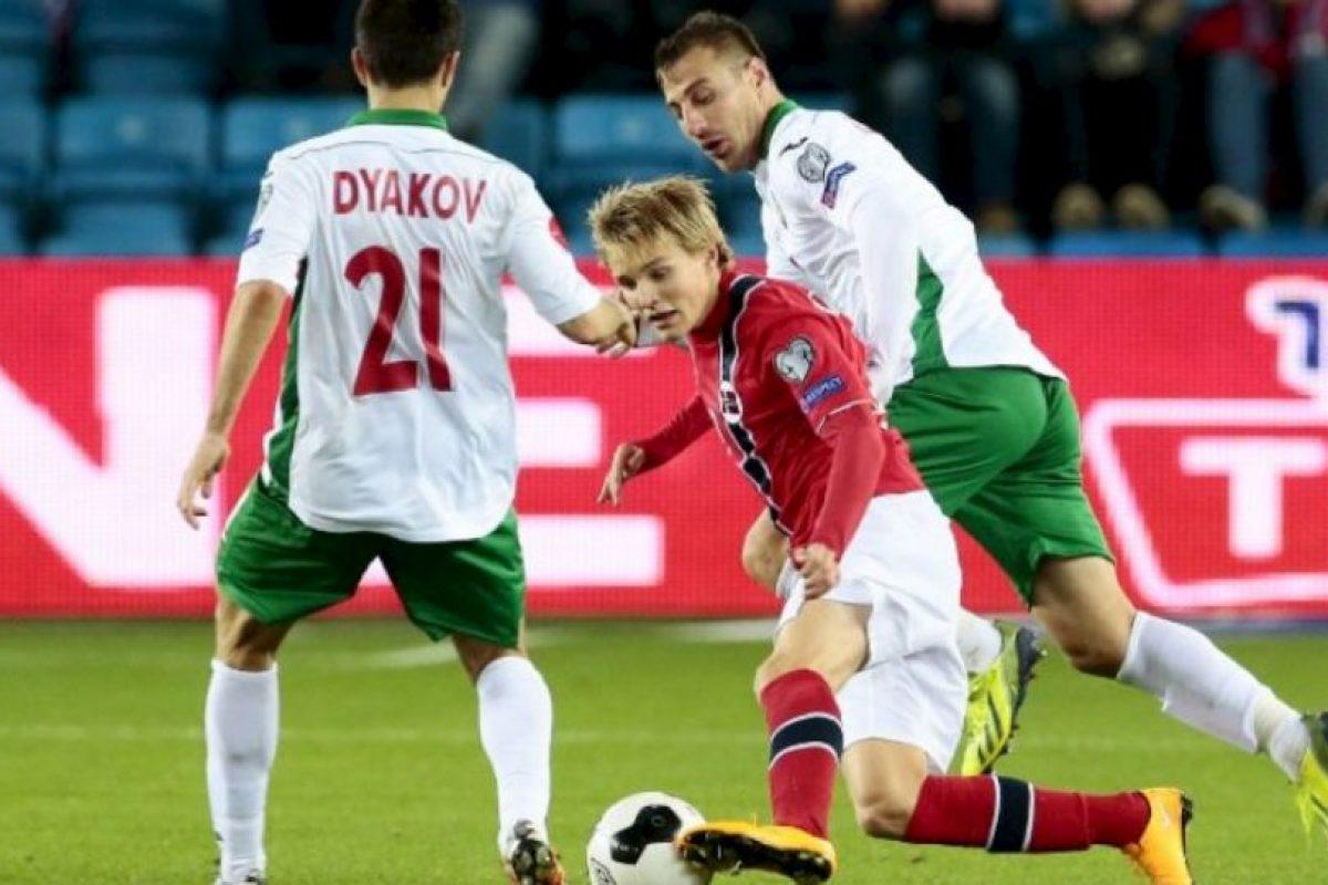 También tiene el récord de ser el hombre más chico en jugar en una eliminatoria de la Eurocopa, con solo 15 años Foto:AFP. Imagen Por: