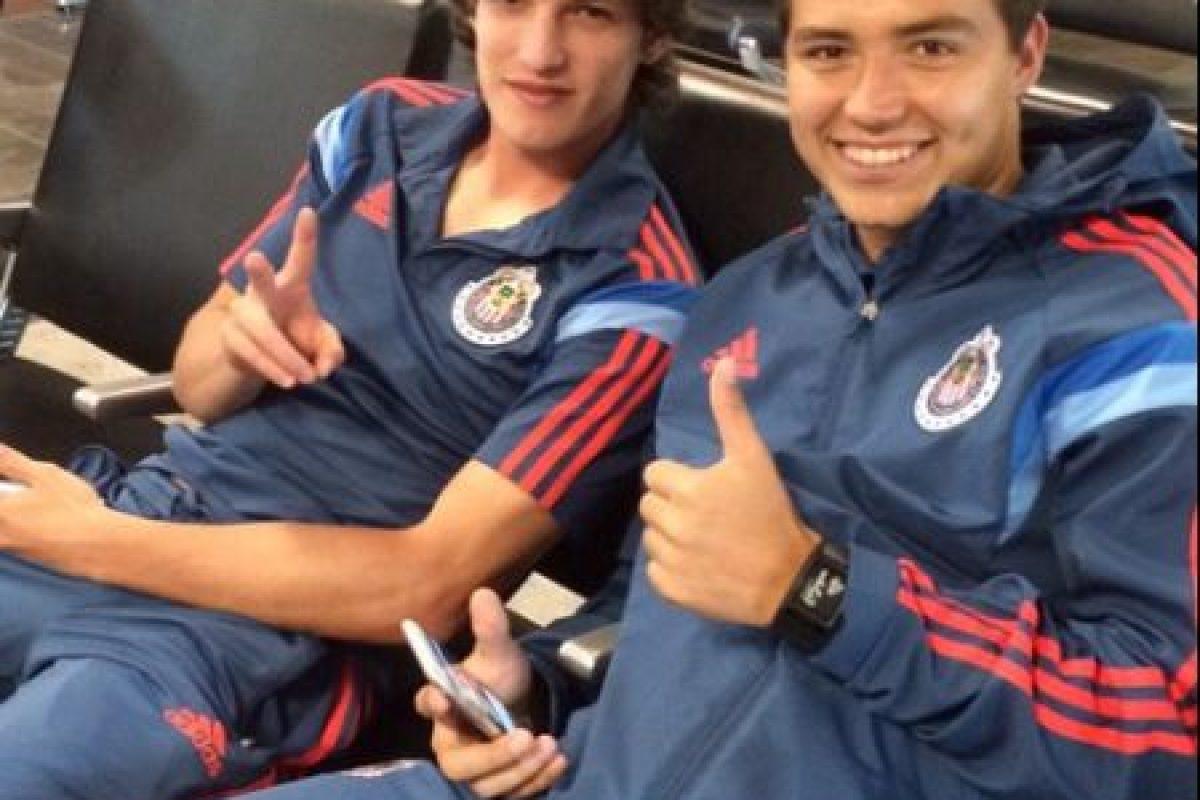 Pero la mayoría de su equipo está formado por la cantera como Carlos Fierro y Erick Torres Foto:Twitter: @Chivas. Imagen Por: