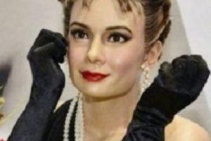 Audrey Hepburn. Con mucho bótox y un mal maquillaje. Foto:Albanpix. Imagen Por:
