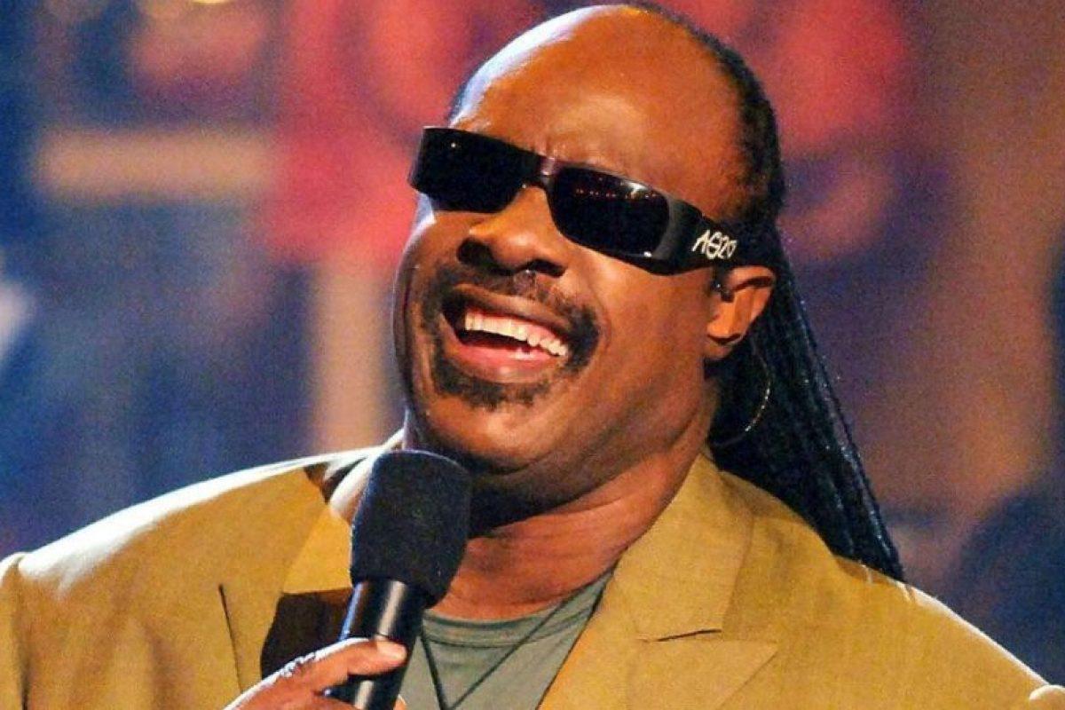 Stevie Wonder sufrió un accidente de auto en 1993 que lo dejó 4 días en coma Foto:Getty Images. Imagen Por: