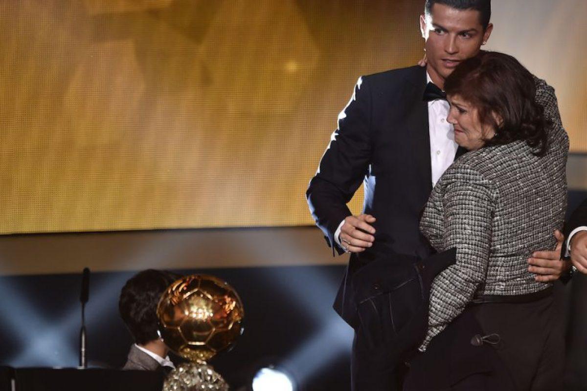 La madre de Cristiano Ronaldo sería el motivo de su separación con la modelo rusa. Foto:AFP. Imagen Por: