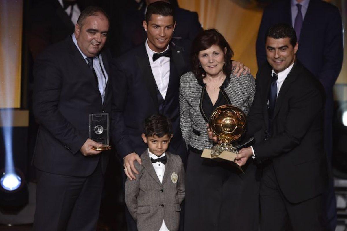 Dolores acompañó a su hijo a la gala donde obtuvo su tercer Balón de Oro. Foto:AFP. Imagen Por:
