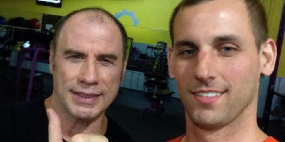 John Travolta desata la polémica por foto con un hombre en un gimnasio