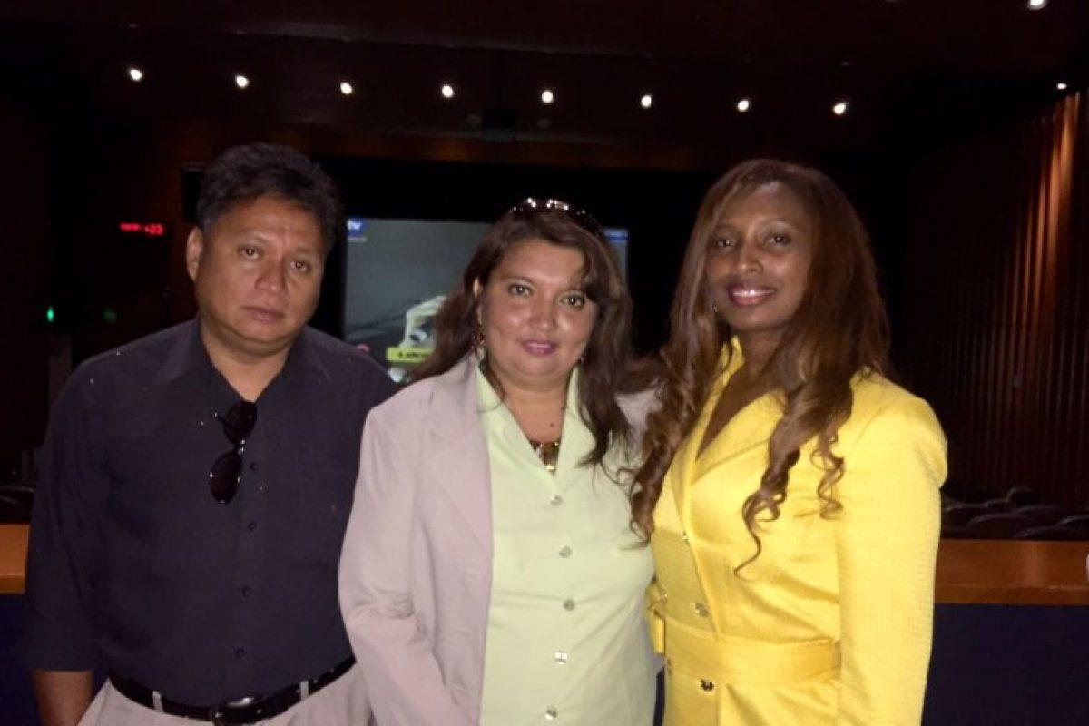 La cónsul Isabel Álvarez junto a la directora del partido Alianza País, Angélica Romero Cruz Foto:PUBLIMETRO. Imagen Por:
