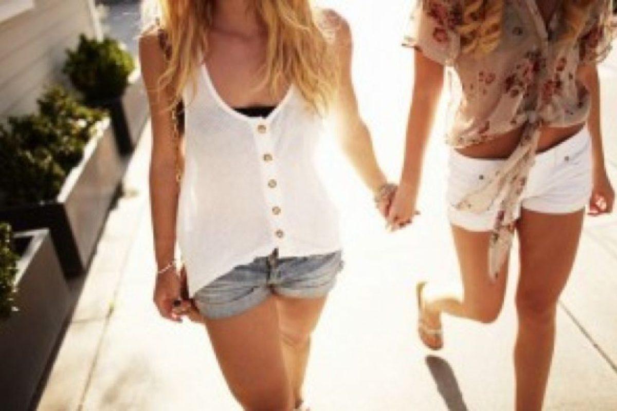 Además, las mujeres bisexuales son más propensas a utilizar tranquilizantes o consumir marihuana que las lesbianas. Foto:Tumblr.com/Tagged-lesbianas. Imagen Por: