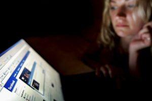 Sin embargo, es distinto cuando una mujer utiliza las redes sólo para distraerse, por ejemplo: Foto:Getty Images. Imagen Por: