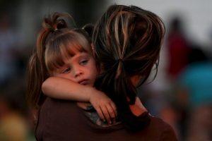 Los niños y niñas afectados por la violencia ejercida por sus padres, pueden sufrir de insomnio, falta de concentración y escaso rendimiento escolar, enuresis, terrores nocturnos, falta de apetito, ira, depresión, estrés, ansiedad, entre otros. Foto:Getty Images. Imagen Por: