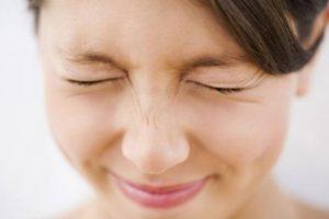 El autor del estudio, Robert Nash, mencionó que cerrar los ojos posiblemente también nos beneficie para evitar distracciones. Foto:Tumblr.com/tagged-cerrar-ojos. Imagen Por:
