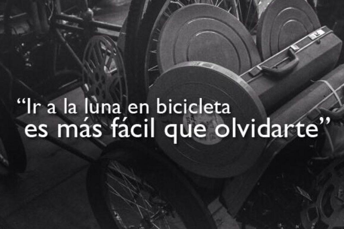 """1.- """"Ir a la luna en bicicleta es más fácil que olvidarte"""". Foto:Facebook/Ricardo Arjona. Imagen Por:"""
