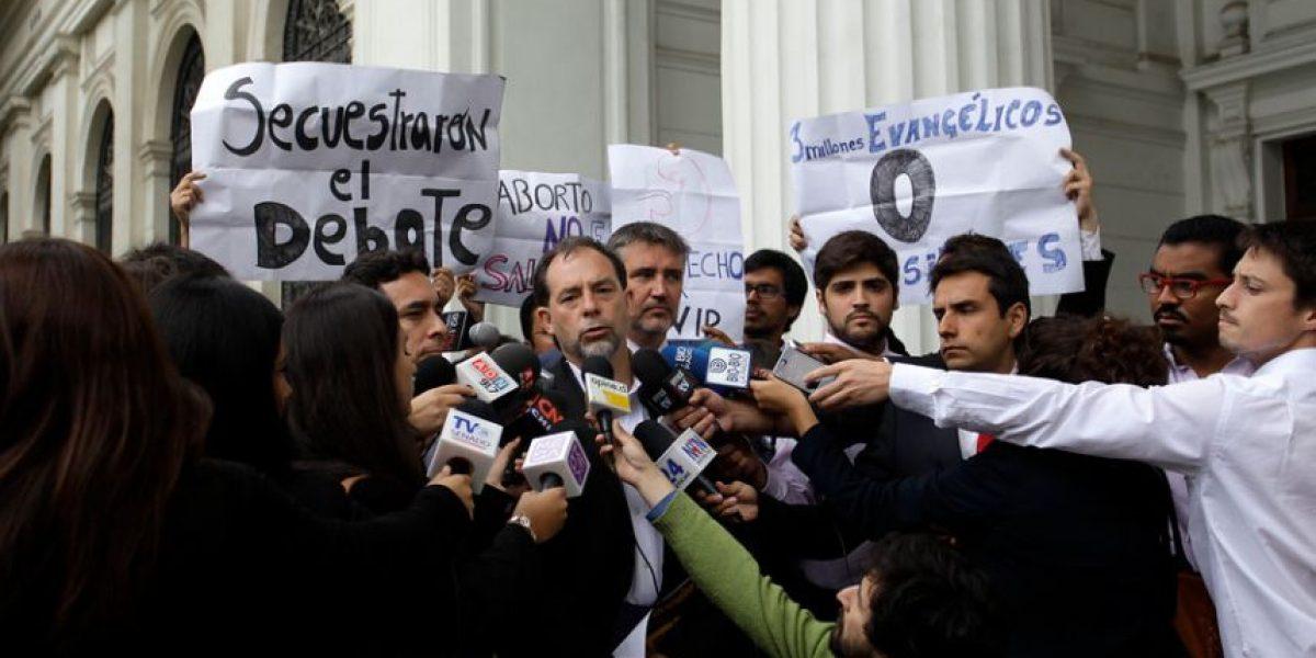 Ministros del gobierno no se presentan a debate sobre el aborto