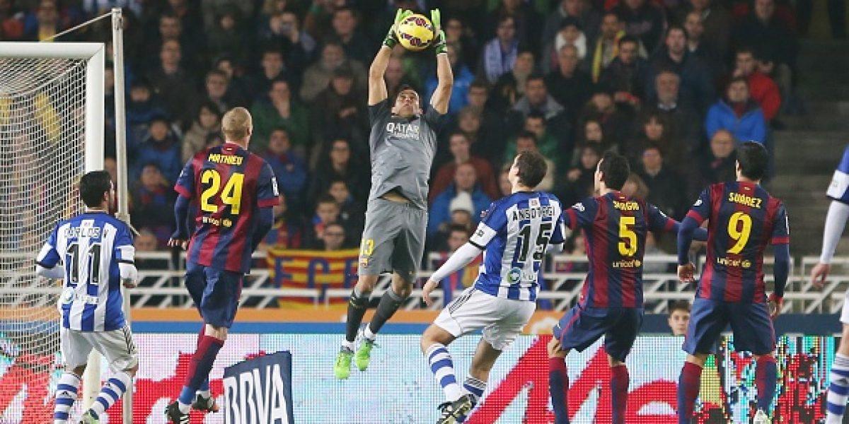 Prensa española erige a Claudio Bravo como el mejor arquero de la Liga
