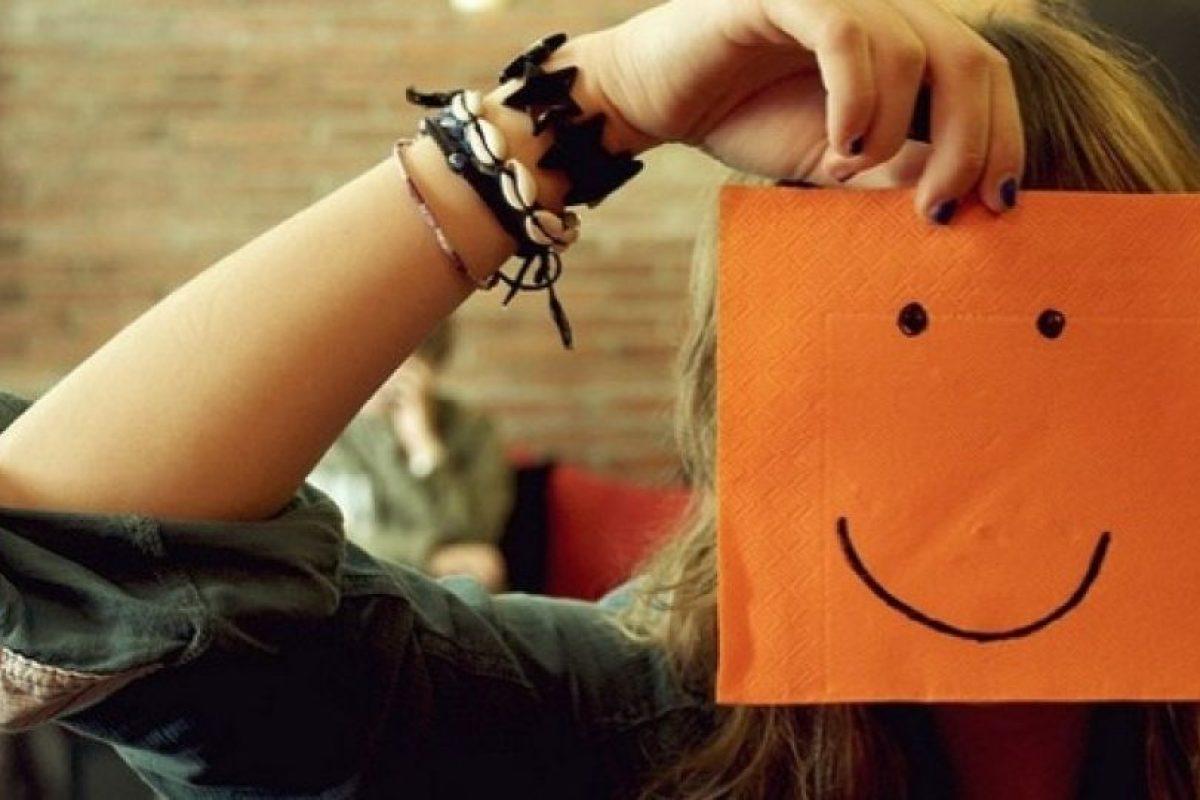 """""""La felicidad es interior, no exterior; por lo tanto, no depende de lo que tenemos, sino de lo que somos"""", Henry Van Dyke Foto:Tumblr.com/tagged-felicidad. Imagen Por:"""