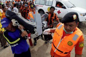 Las operaciones de rescate se vieron afectadas por el mal tiempo. Foto:AP. Imagen Por: