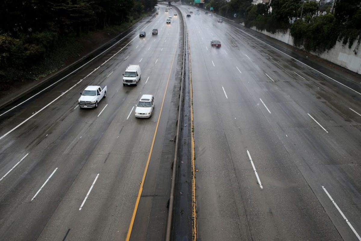 6. Recuerde que el manejo en carretera requiere posicionar la vista unos 300 metros o más hacia adelante. Foto:Getty Images. Imagen Por: