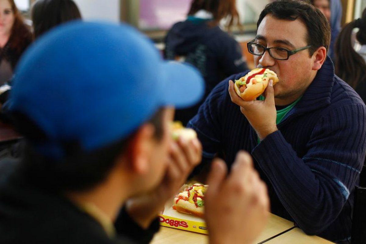 En cuanto al consumo óptimo de frutas y verduras, la cifra se mantiene prácticamente igual desde el primer año de seguimiento: solo 11% de los chilenos las consume todos los días en las cantidades recomendadas, es decir, 3 o más porciones de verduras y 2 o más porciones de frutas. Foto:Agencia UNO. Imagen Por: