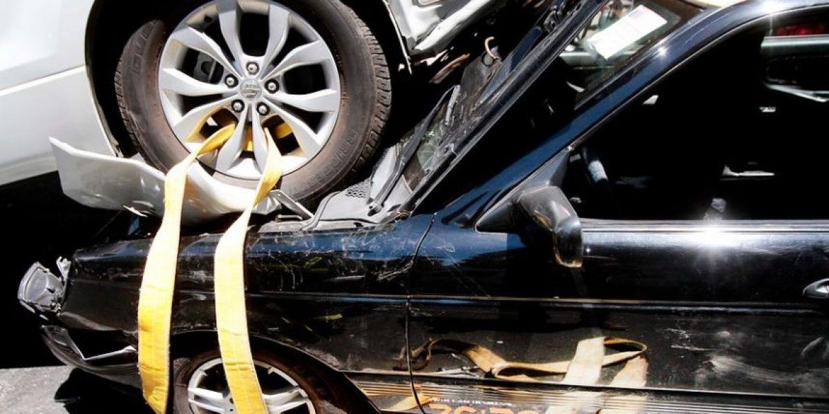 Choque fatal: Automóvil circulaba en contra del tránsito en la Costanera Norte