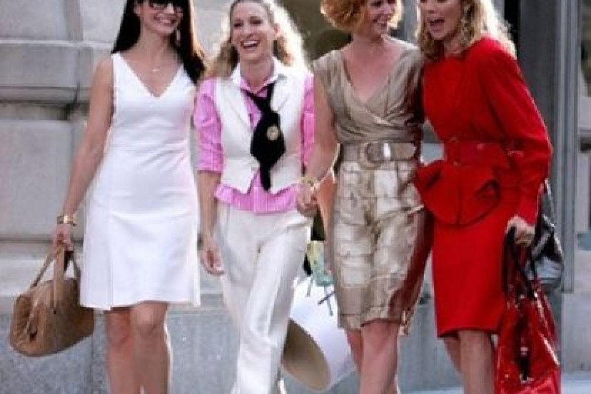 A. Obvio. Me identifico con cada una de las chicas. Carrie es una inspiración. B. Sí, me gusta, pero a veces prefiero otras series. Foto:HBO. Imagen Por: