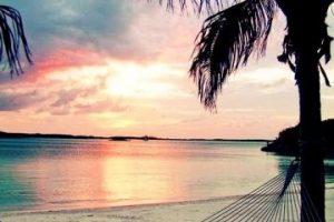 A. ¡Thanks God! #Bendiciones #Vacaciones #Bendecida. B. Dejo que la foto hable sola. Foto:Pinterest.. Imagen Por: