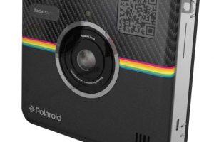 Tiene una cámara frontal de 14 megapixeles, lateral de 2 megapixeles, Wi-Fi interno, Bluetooth, pantalla LCD de 4.5 pulgadas, memoria interna de 4G y expandible mediante memoria Micro SD. Foto:Polaroid. Imagen Por: