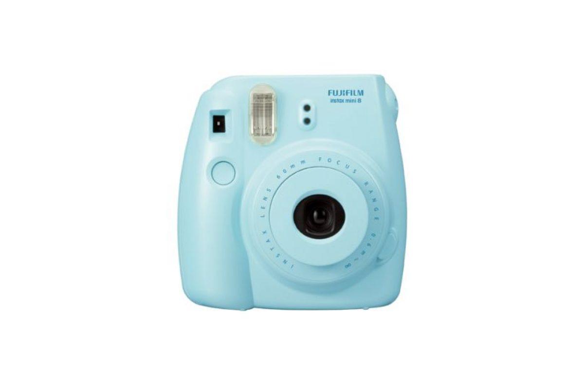 Se trata de una cámara de 116*118.3*68.2 mm con 307 gramos de peso que obtiene fotos en cuatro diferentes ajustes de brillo. Foto:Fujifilm. Imagen Por: