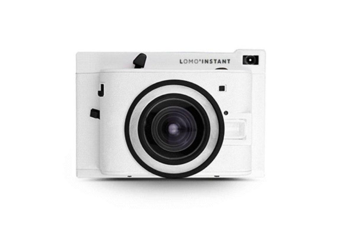 Financiada a través de Kickstarter, llamó la atención por ser una cámara reflex de 35mm que incluye distintos tipos de filtros como si se trata de Instagram. Cuenta con diversas opciones para tomar fotografías con diversos lentes, además de poder controlar el nivel de exposición, el flash, los filtros, entre otras cosas. Foto:lomography.com. Imagen Por: