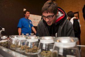 Imágenes de las primeras tiendas de marihuana en Colorado Foto:Getty Images. Imagen Por: