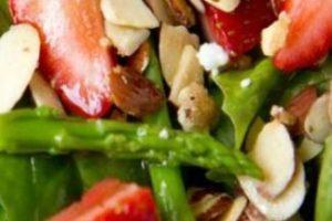 A. Una ensalada que posteo en Instagram. Me cuido y como sanamente, siempre lo hago notar. B. Una ensalada. Foto:Pinterest. Imagen Por: