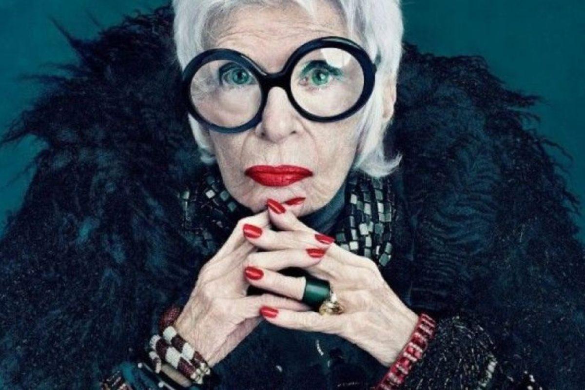 A. Jamás en la vida. B. Ella es Iris Apfel, claro que me vestiría como ella. Foto:Pinterest. Imagen Por: