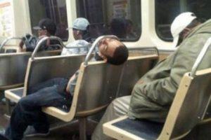 Y cuando despierte… Un tremendo golpe en la frente Foto:fotosfail. Imagen Por: