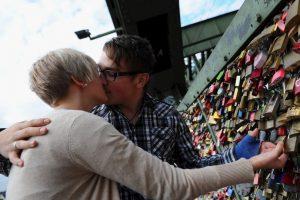 7. Por lo regular ustedes suelen poner las reglas para ver a su pareja, así como también ustedes pueden romperlas. Foto:Getty Images. Imagen Por: