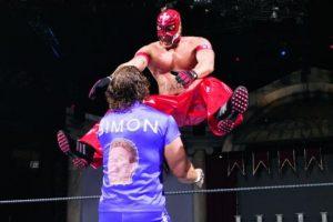 6. Rey Mysterio es el luchador que más tiempo ha permanecido en el ring par ganar el evento. Estuvo una hora, dos minutos y 12 segundos en 2006 Foto:WWE. Imagen Por: