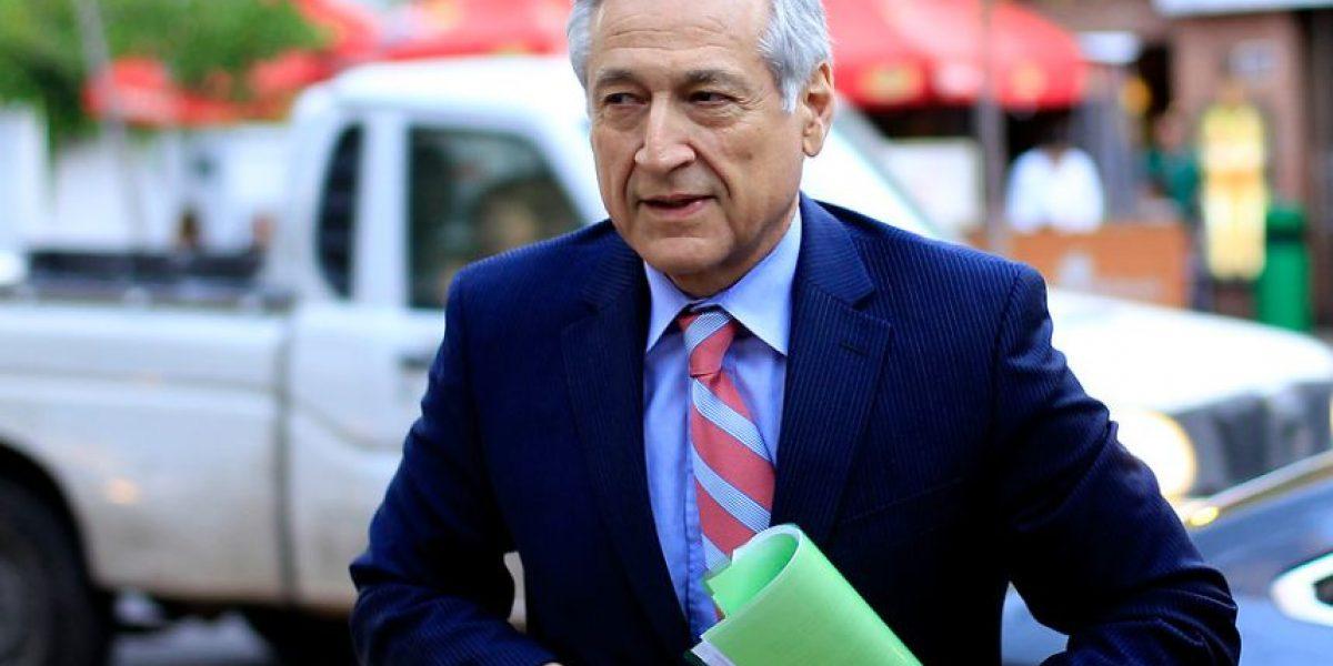 Canciller Muñoz reacciona molesto ante asedio de la prensa por el #yategate