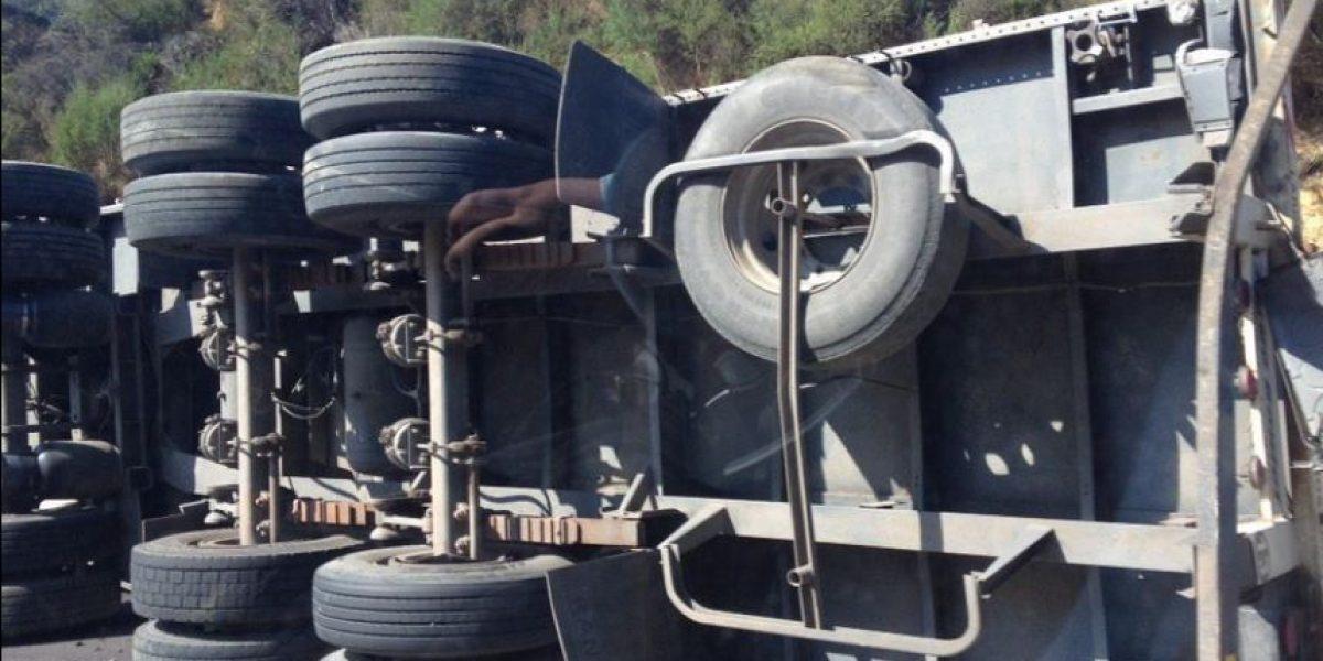 Un fallecido dejó el volcamiento de un camión en el camino La pólvora